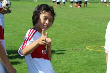 Bambino felice al Milan Junior Camp