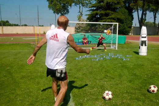 The AC Milan coach, Pierino Prati, kicks the ball during the goalkeeper training