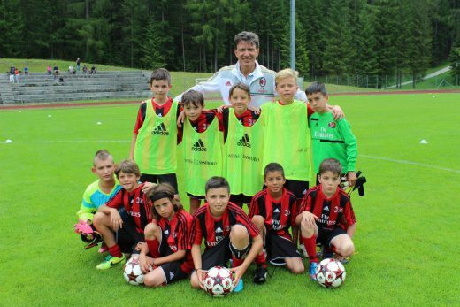 Stefano Eranio with players group in AC Milan Camp
