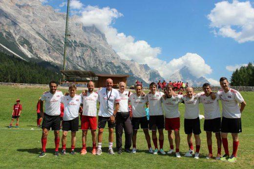 Lo staff di allenatori AC Milan ai camp di calcio estivi dell'AC Milan