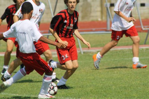 Partita di calcio al Milan Junior Camp