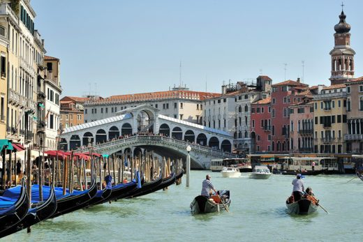 Rialto Bridge, Grand Canal in Venezia, Italy