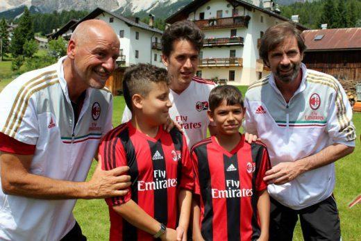 Filippo Galli con bambini all'AC Milan Camp Cortina