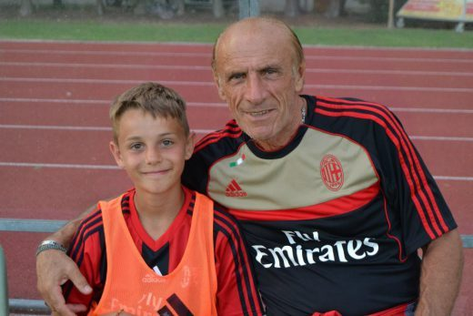 Pierino Prati con bambino all'AC Milan Junior Camp Jesolo