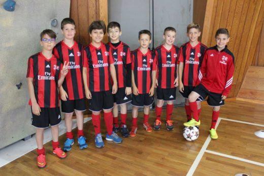 Crianças no ginásio de Cortina d'Ampezzo durante o Colônia de férias do AC Milan