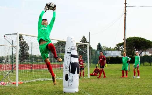 Allenamento dei portieri di calcio   Portieri al Milan Junior Camp