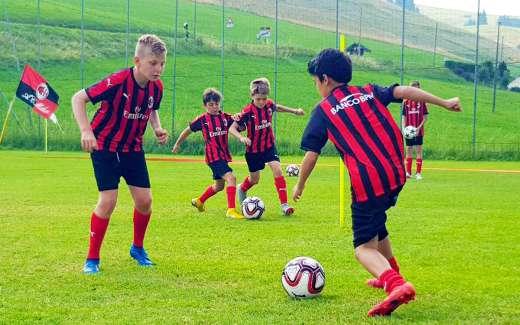 Kit sportivo AC Milan Puma | Kit Sportivo ai Milan Junior Camp